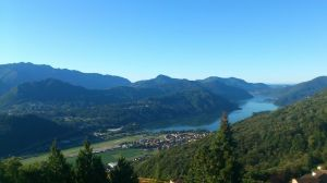 Blick auf den Luganer See vom Hotel Kurhaus Cademario aus. Es liegt kurvenreiche 800 m überm See.
