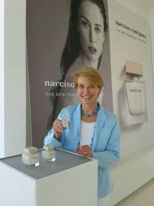 Susanne Stoll testet den Duft