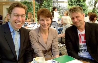 Mit Ulrich Lang (links) und Lutz Herrmann (J.F. Schwarzlose) traf sich Susanne Stoll in Berlin vor den Duftstars 2013