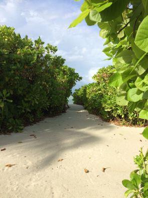 Von der Beachvilla des Six Senses Laamu bis zum Strand sind es nur wenige Meter