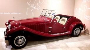 Überall im Dachsteinkönig gibt es Spielstationen zu entdecken - zum Beispiel das Auto mit den funktionieren Wischern
