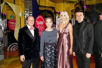 Die Gastgeber des Abends: Moritz von Laffert, Andrea Ketterer, Stephanie Neureuther und André Pollmann. (Foto: Franziska Krug/Getty Images für Glamour)