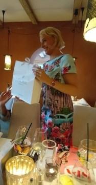 Christa Golser freut sich über Produkte von Vinoble.