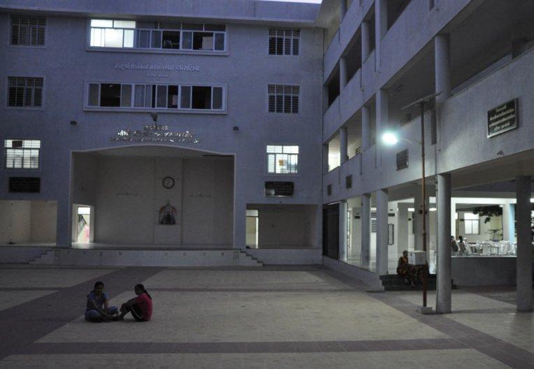 redsun-solar-street-light-working-01