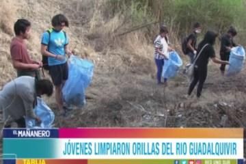 VARIOS JÓVENES LIMPIARON LAS ORILLAS DEL RIO GUADALQUIVIR