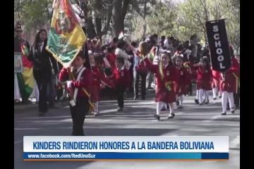 KÍNDERS RINDIERON HONORES A LA BANDERA BOLIVIANA