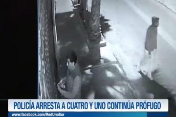 POLICÍA ARRESTA A CUATRO Y UNO CONTINÚA PRÓFUGO