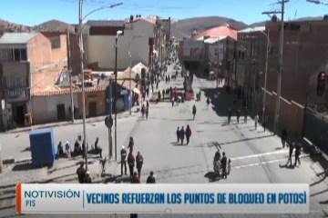 VECINOS REFUERZAN LOS PUNTOS DE BLOQUEO