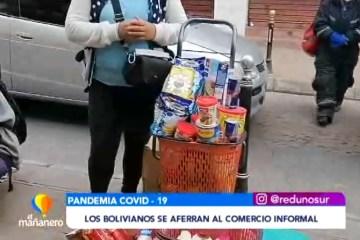LOS BOLIVIANOS SE AFERRAN AL COMERCIO INFORMAL PARA SUBSISTIR