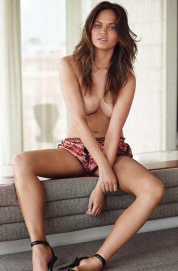 Chrissy Teigen 4