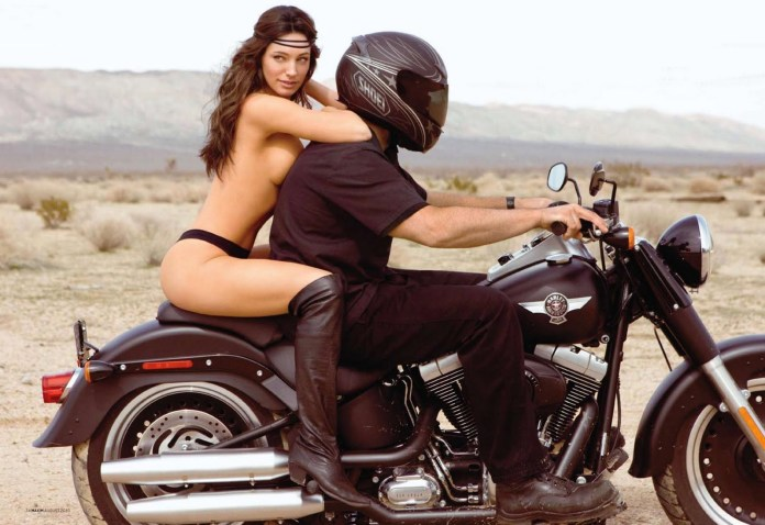 kelly_brook_topless_moterbike_pics