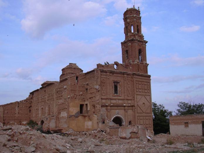 Belchite_-_Iglesia_de_San_Agustín_-_Fachada01