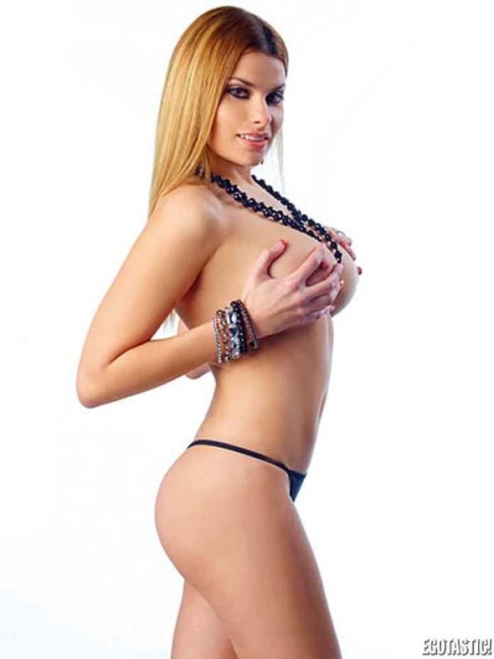 maria-lapiedra-topless-in-interviu-40-600x800