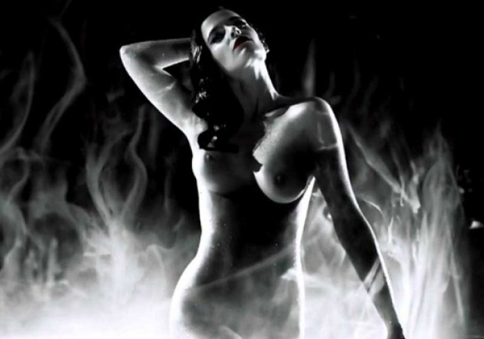 Eva-Green-Topless-in-Sin-City-A-Dame-to-Kill-For-03-580x435
