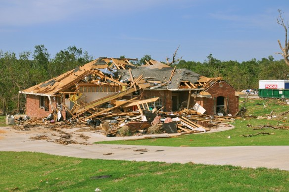tornado-destruction-618718_1280