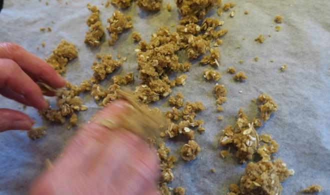 Crumble til blårbæris med karamel