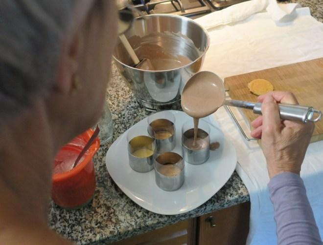 Samling af dessertkage med cacaomousse