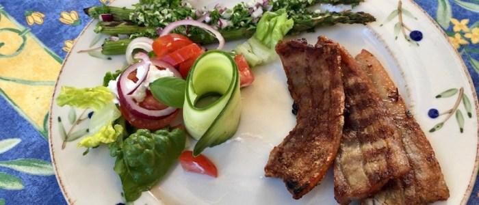 Stegt flæsk med salat