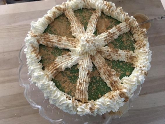 Lagkage med mousse og pistaciebund