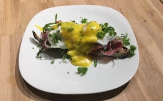 Sandwich med salat og pocherede æg