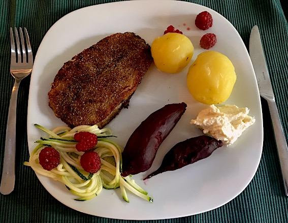 Rødbeder og squash i eddike til den stegte sild