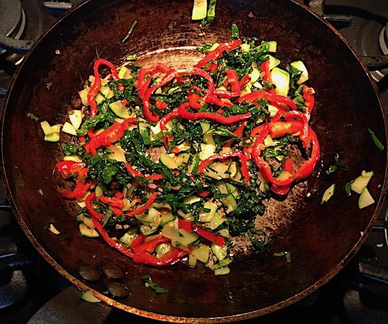 Grøntsager til grøntsagsomelet.