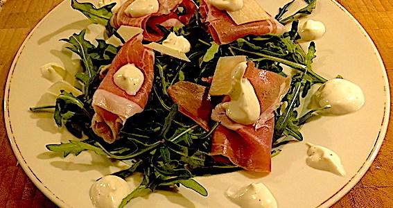 Salat med prosciutto og pecorino