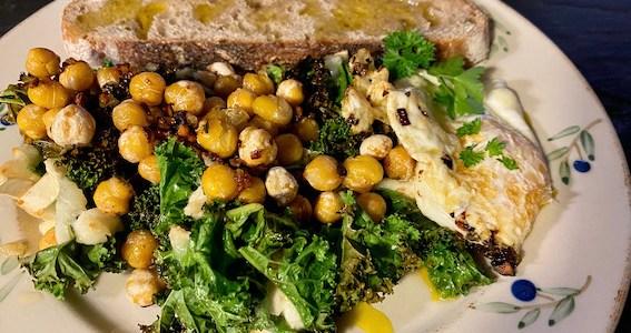 Ovnbagt grønkål med gedeost