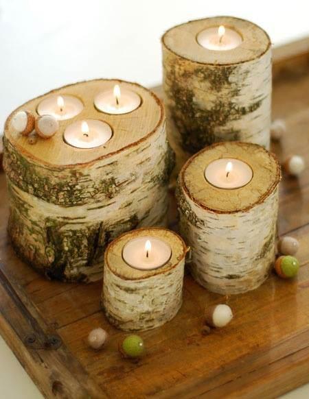 Velas incrustadas en troncos de madera