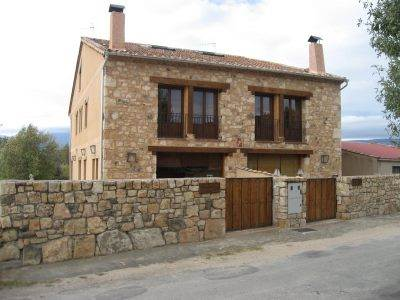 Fachadas de ladrillo y piedra con estilo r stico for Casas con piedras en la fachada