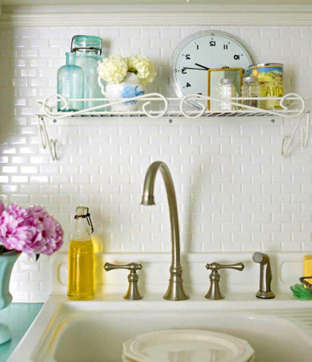 cocina de azulejos blancoa