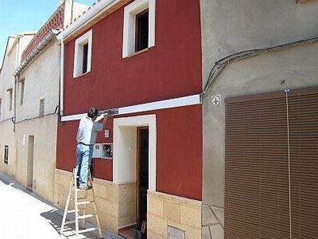 Pinturas para revestimientos de fachadas exteriores for Fachadas casas color arena