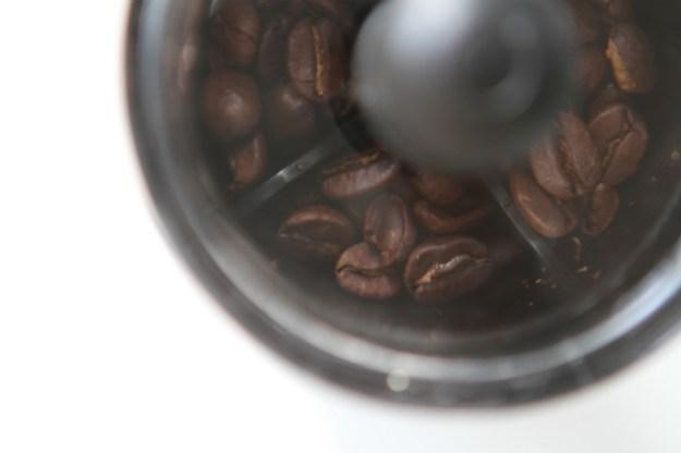 Kaffeebohnen_Hario_Handkaffeemühle_Minimill_slim