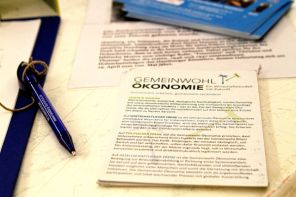 Flyer 1 bei der Lesung »Glücksökonomie«