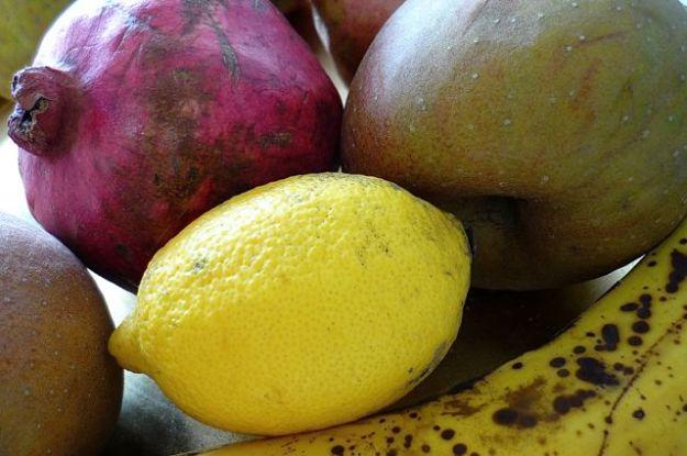 Streitfall Zitrone: Misst man den pH-Wert ist sie sauer, wird sie »verascht«, ist sie basisch