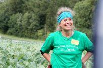 Sichtbar stolz: Ilona Ebel und ihr Freilandgemüse vom Biolandhof Großholz