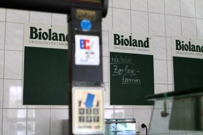 Im Hofladen: es gibt auch Fleisch vom Deutschen Schwarzbunten Niederungsrind