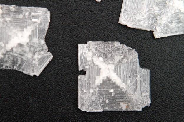 Salz Kristall aus der Ostsee - falsch rum, die Spitze der Pyramide wächst im Meerwasser nach unten