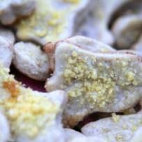 Köstlich auf Kastanienkeksen: gelber Safranzucker