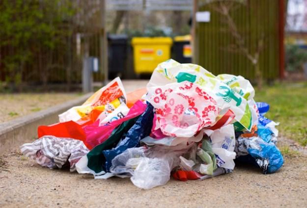 Der tägliche Plastiktüten-Wahnsinn – siehe auch die NABU-Kampagne »Konsum« ©-S.Hennigs