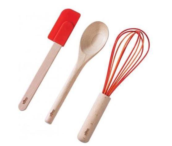 ce set qui mixe le bois et le silicone est compose d une spatule d une cuillere et d un fouet specialement etudie pour les enfants ces ustensiles