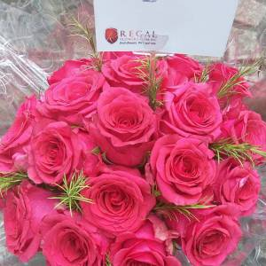 Elegant mix of Fresh cut Roses regal flowers