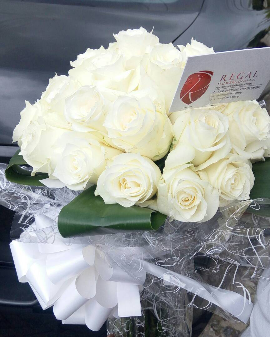 Classic white roses luxurious bouquet of white roses select classic white roses mightylinksfo