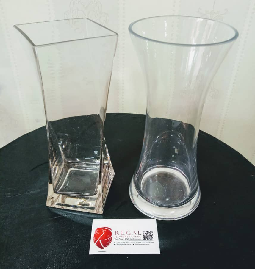 Transparent Cylindrical Fish Bowl And Hour Glass Vases Re