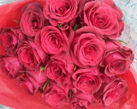 Elegant mix of Fresh cut Roses regal flowers