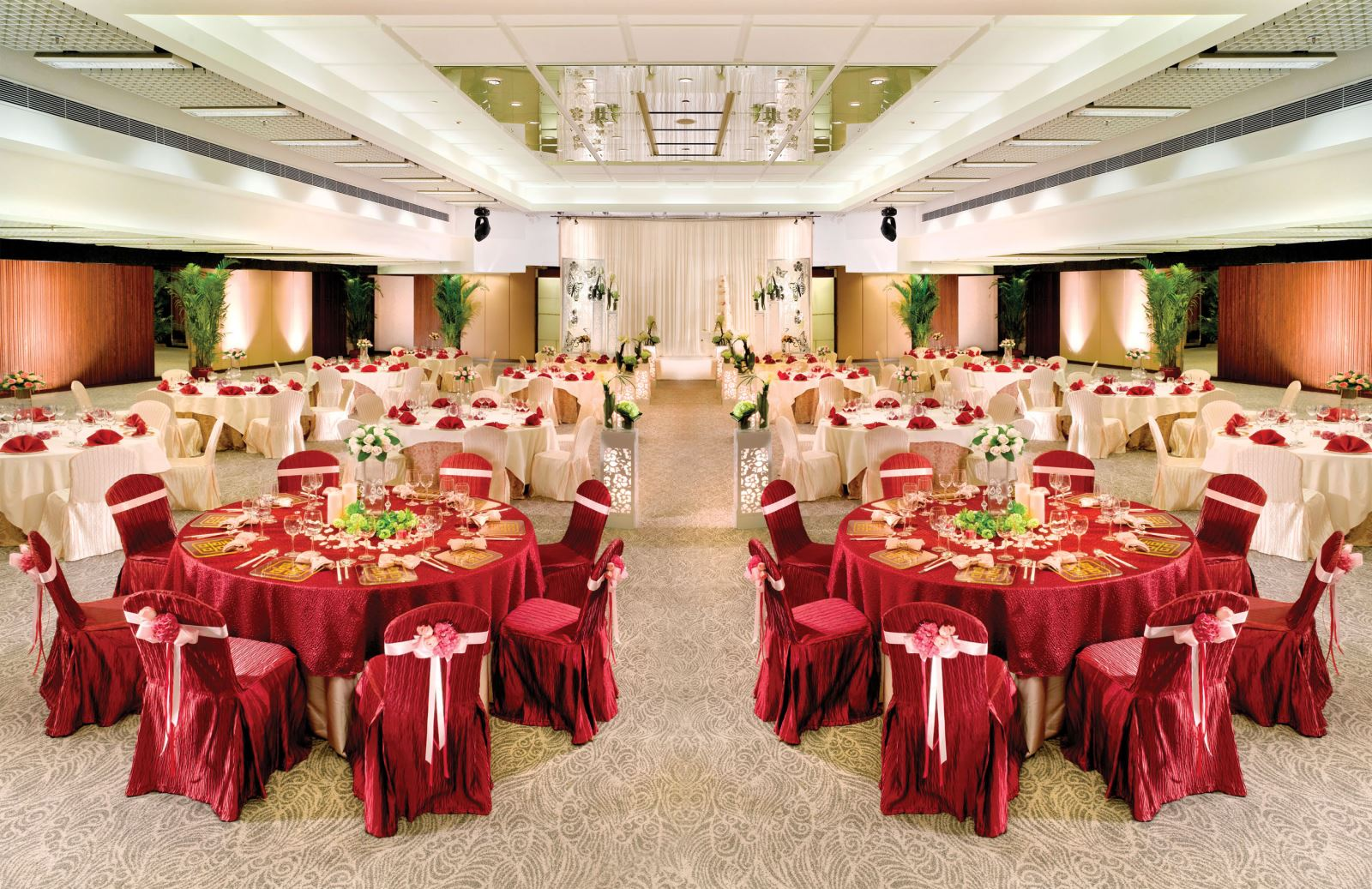 Create your exceptional wedding at Regal Riverside Hotel