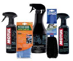 prodotti per la pulizia di moto e casco