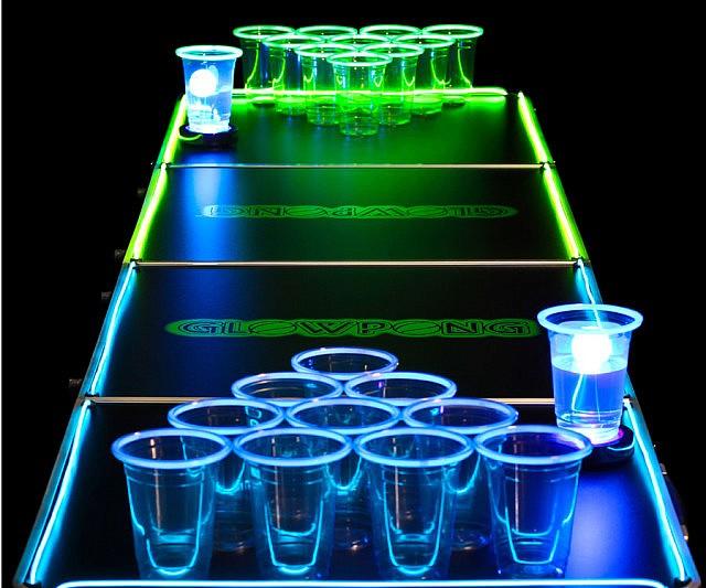 Mesa Beer Pong set que brilla en la oscuridad - Regalos Originales