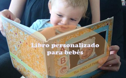 Libro personalizado de recién nacido, uno de esos regalos originales para el bebé que gustan a mamás y papás.