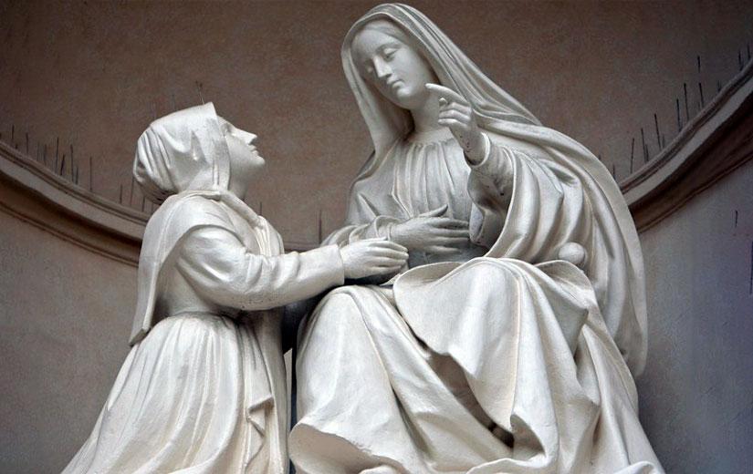 la Madonna ama farsi pregare